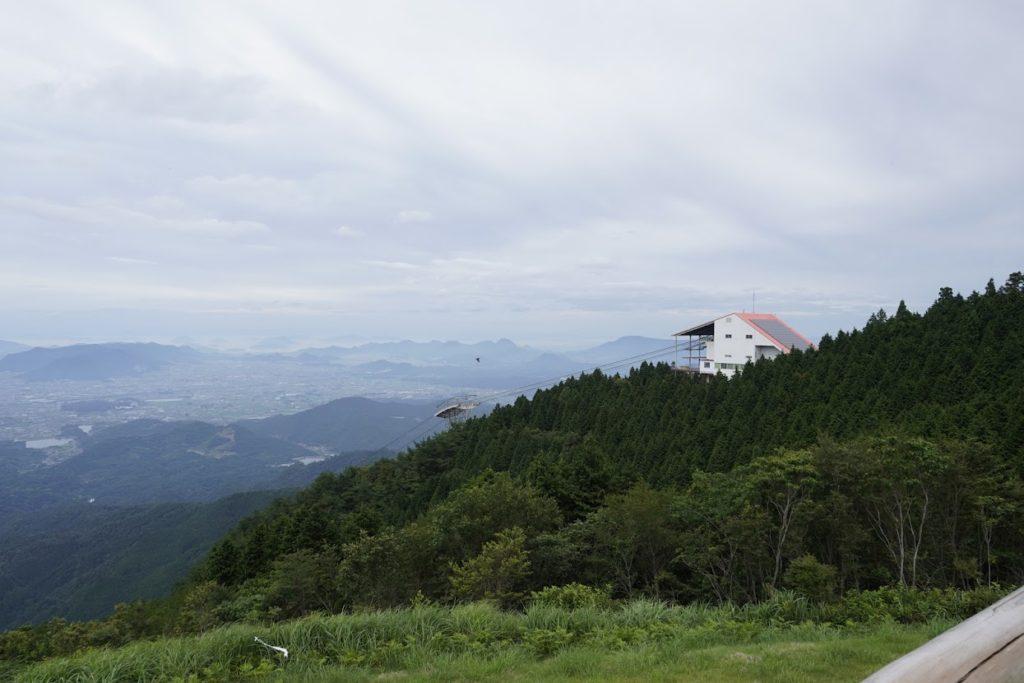 雲辺寺山頂公園から東側 大麻山が見える