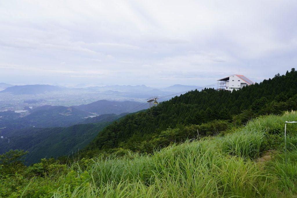 雲辺寺山頂公園 山頂駅に黄色いゴンドラ