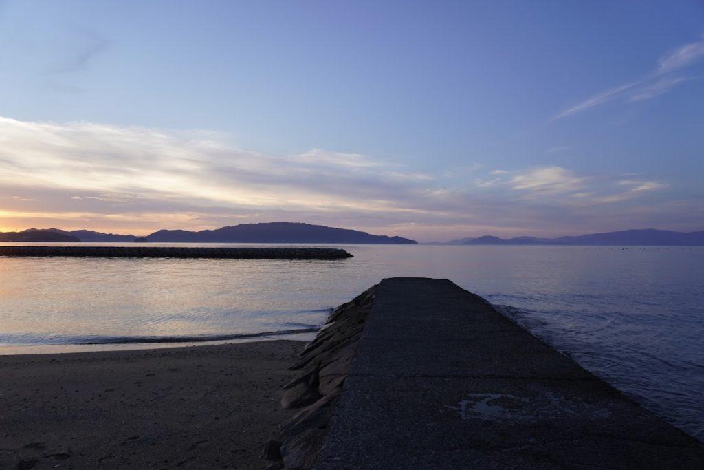 香川県東かがわ市 山田海岸の突堤から大串半島と小豆島