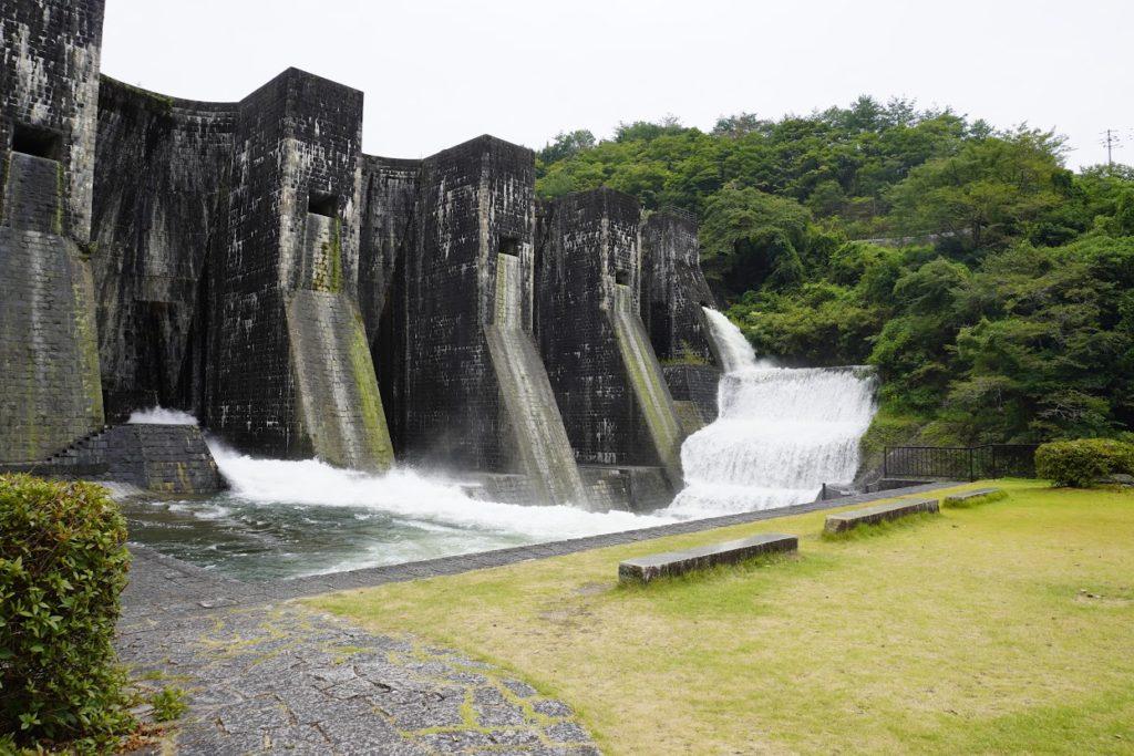 豊稔池ダムの放水ゆる抜き