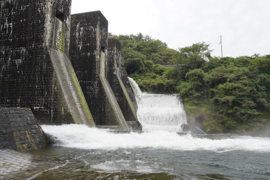 豊稔池ダムからの放水(ゆる抜き)2021年8月