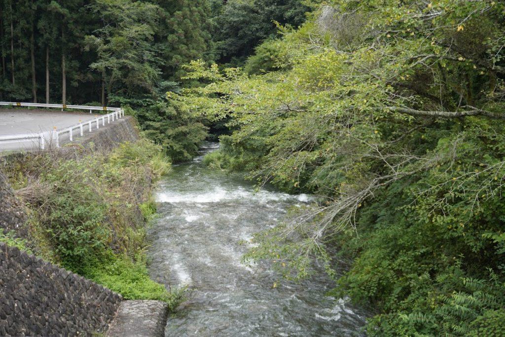 豊稔池ダムから流れる柞田川